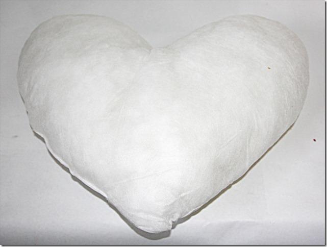 подушка в форме сердца